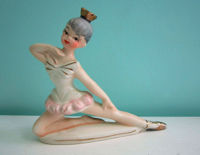 Vintage SONSCO Japan Porcelain Ballerina Figurine 1950s   I have