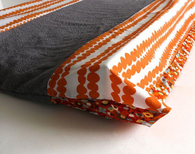 cadeau de naissance protege matelas a langer housse. Black Bedroom Furniture Sets. Home Design Ideas