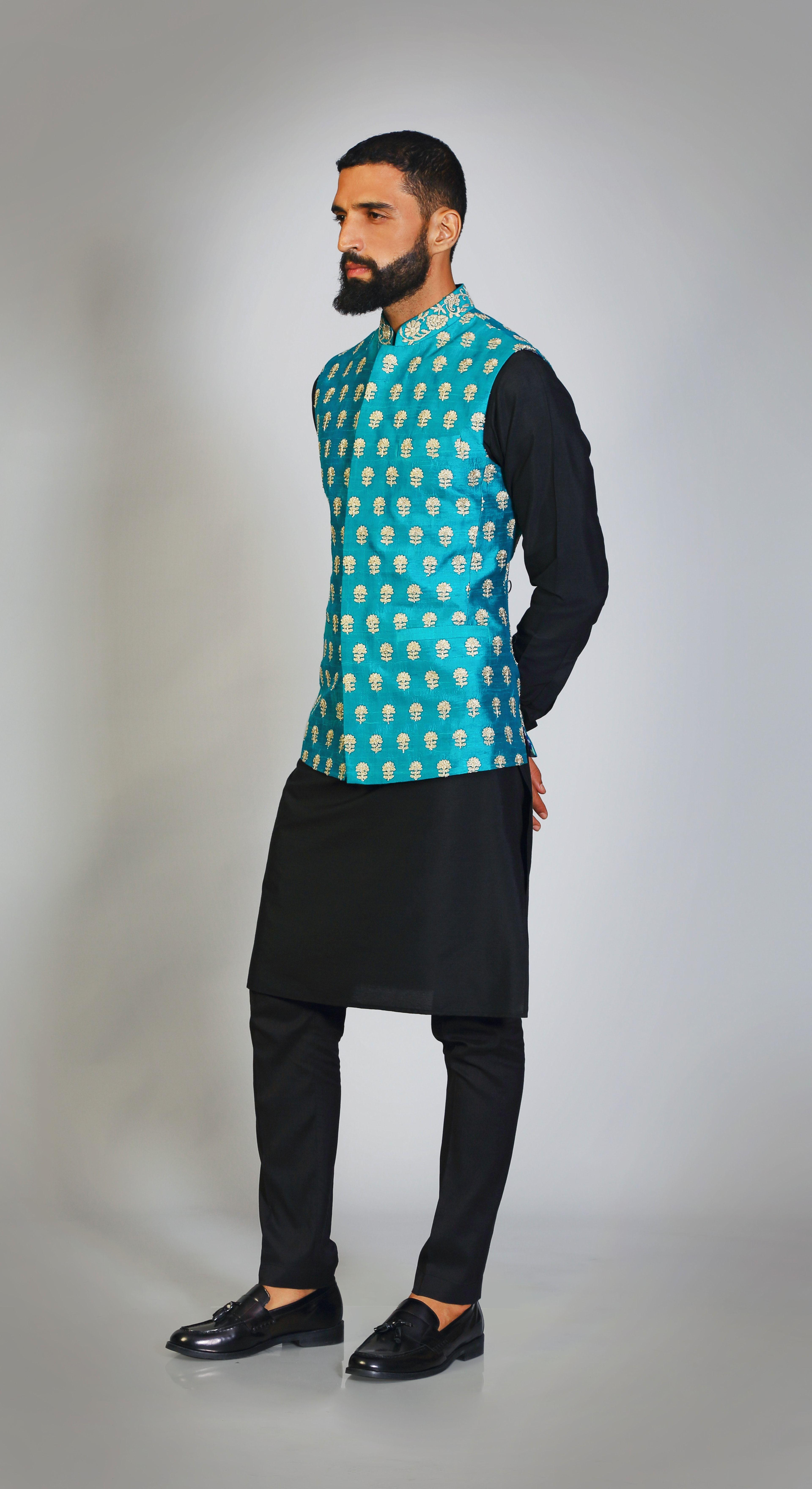 f2743b9bdc #banarasi #sadri #kurta #pants #classy #mehendi #sangeet #puneetandnidhi