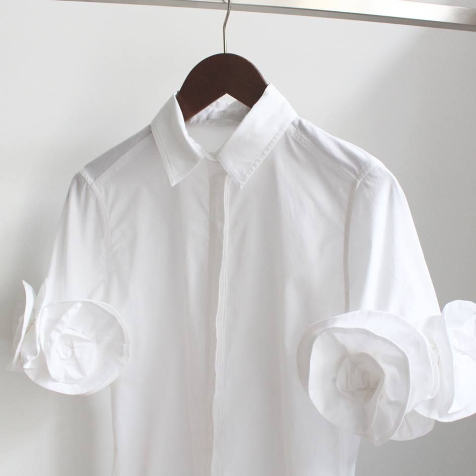 9b1f1fa598dae Poplin white shirt with rosettes on the sleeves  Naelys