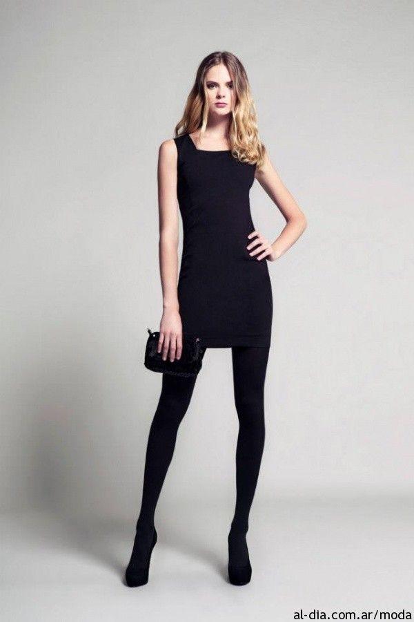 Medias con vestido corto negro