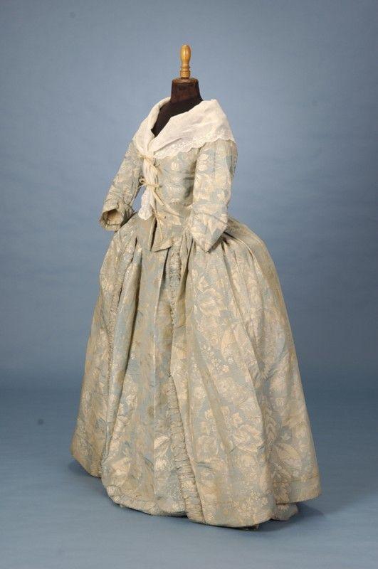 brocaded damask robe a l'anglaise, c.1750. Trousseau - Fine Antique Fashion