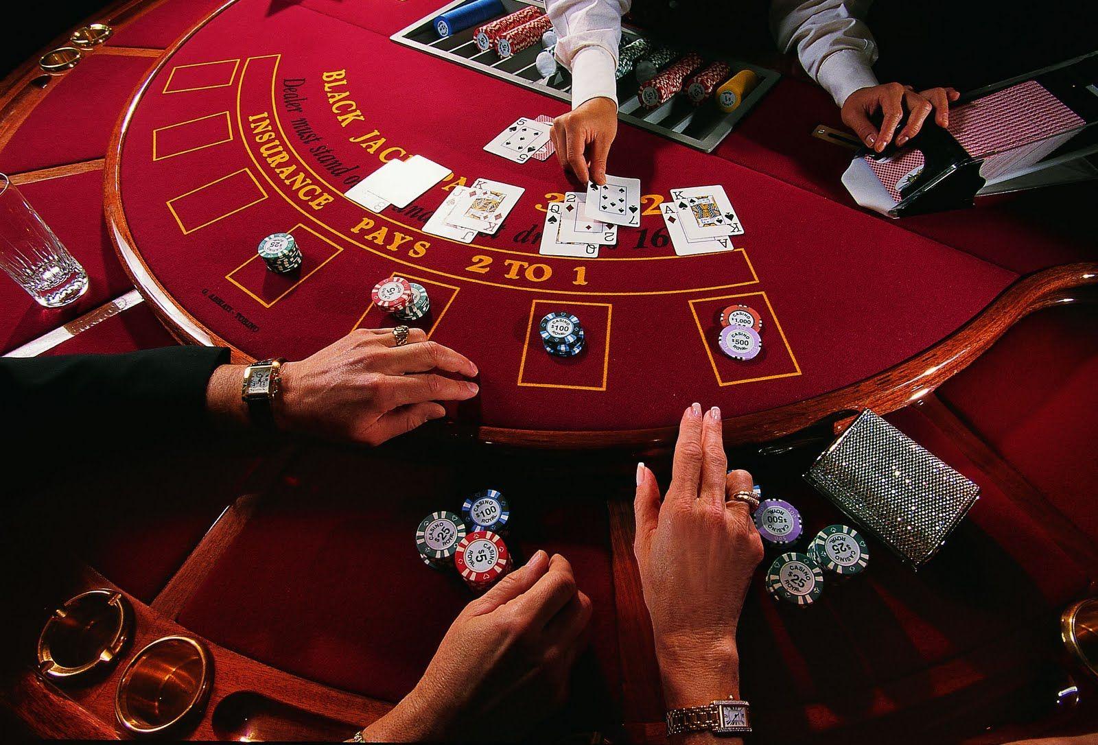 Hvis Du Nylig Sluttet Seg Til Online Casino Sa Bor Du Lese Var Guide Om Online Gambling Casino Table Games Poker Blackjack