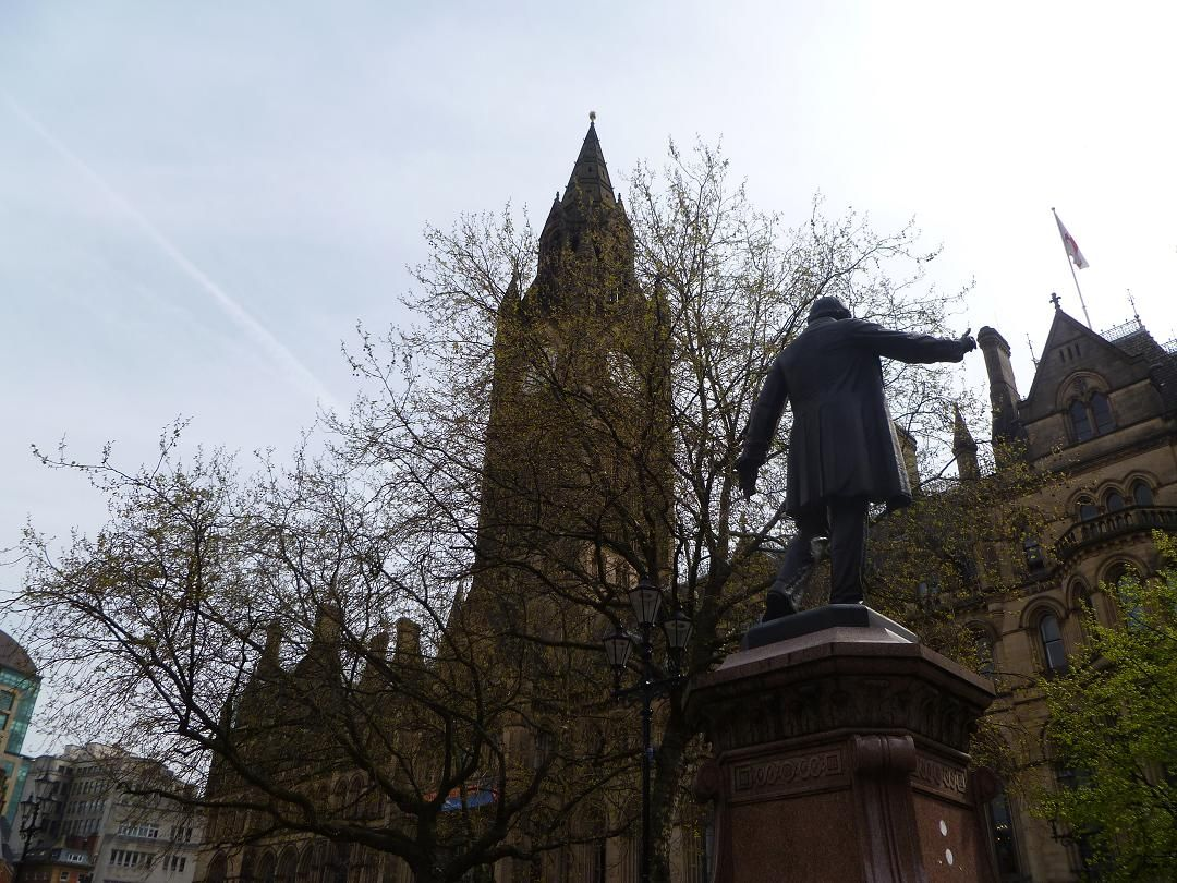Albert Sq meeting point for the ride by Gladstones's statue
