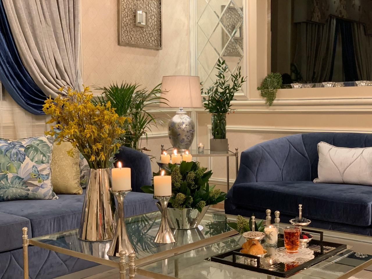 كنب نيو كلاسيك روعة من تصميم وتنفيذ جلستي المطرزة كنب المصممة أريج الهيلا جوال 0506711821 Living Room Decor Colors Modern Apartment Design Home Decor