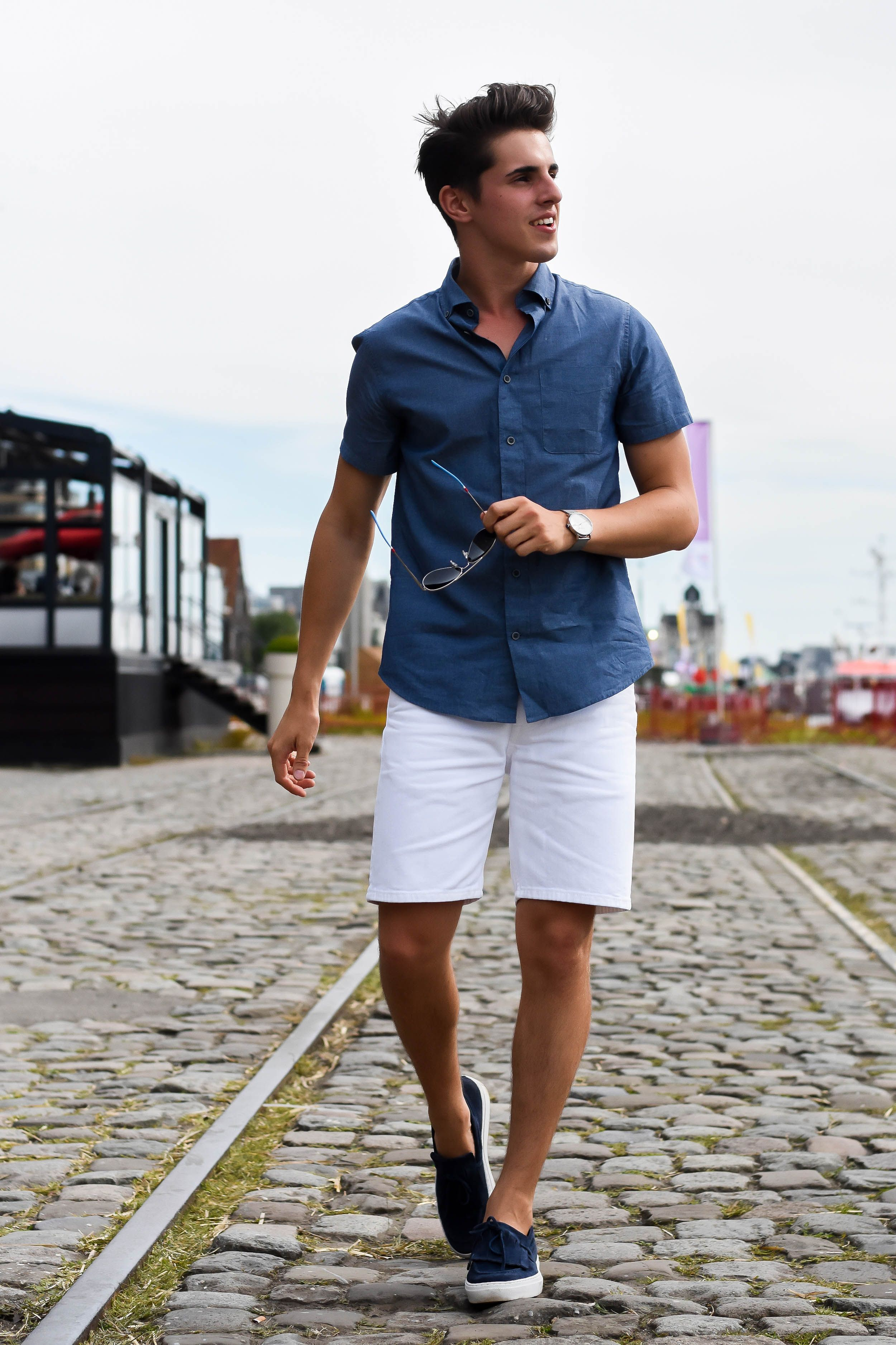 Summer and fashion don't always go hand in hand for men. Looking good comes easy when the temperatures drop. You can let your inner lumberjack shine, and chances are you'll look fine. But Summer that's a different monster. Off the top of the head, you probably associate Summer styles with the preppy look: pink shorts, [ ].
