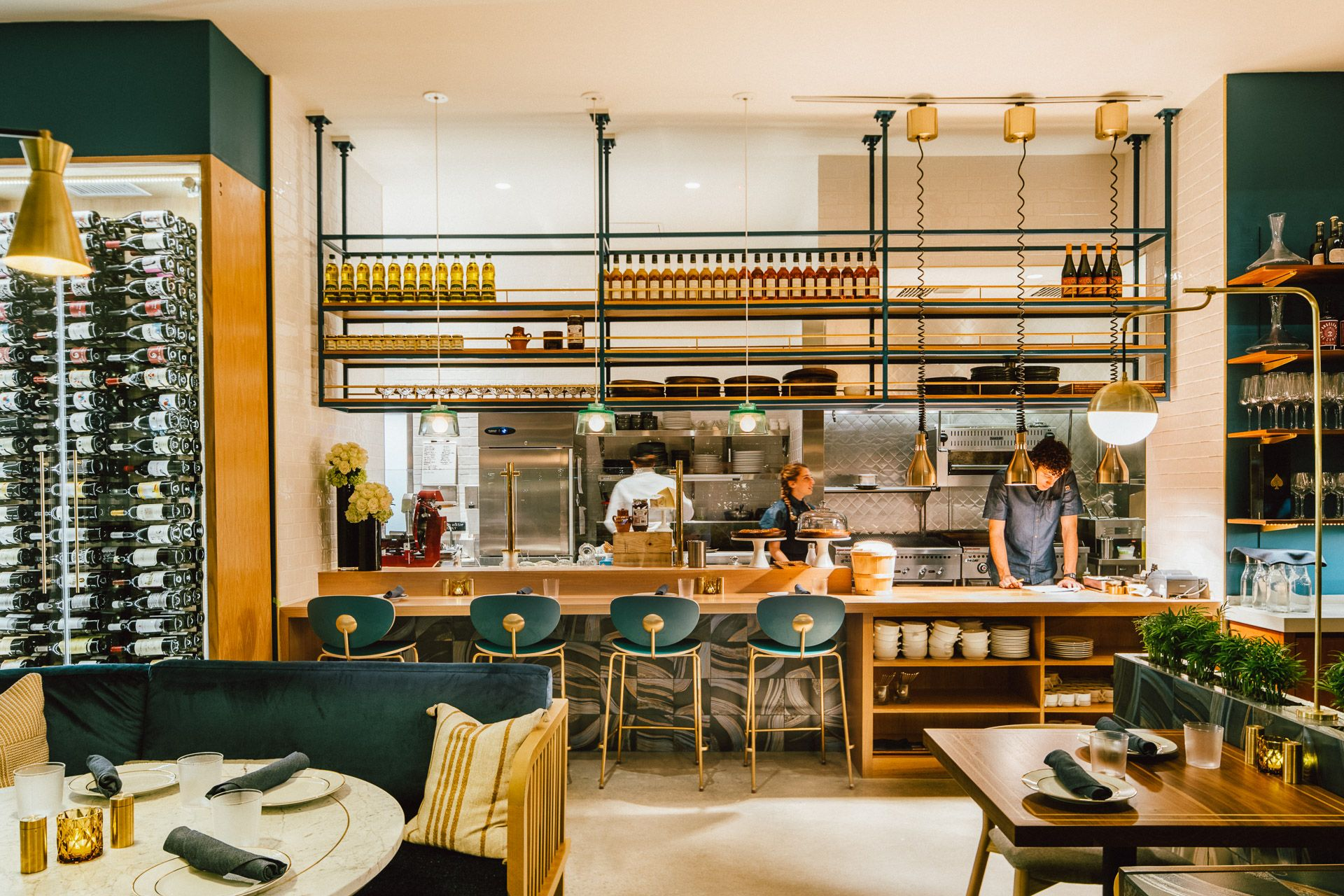 Jolie — STUDIO UNLTD Wall seating, Restaurant interior