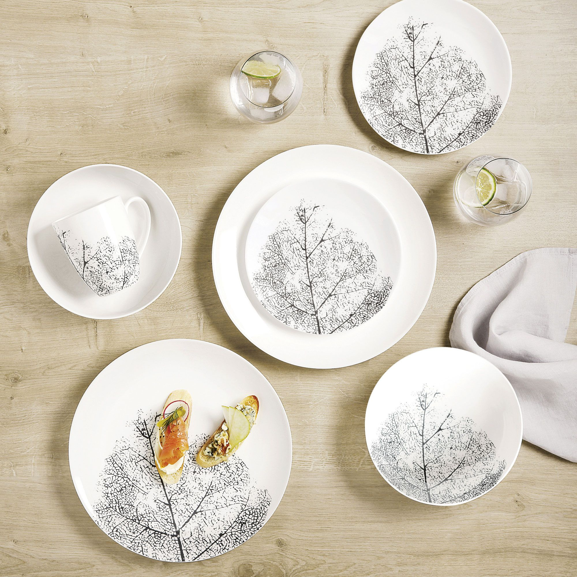 Impressions 16-Piece Dinnerware Set by Maxwell & Williams