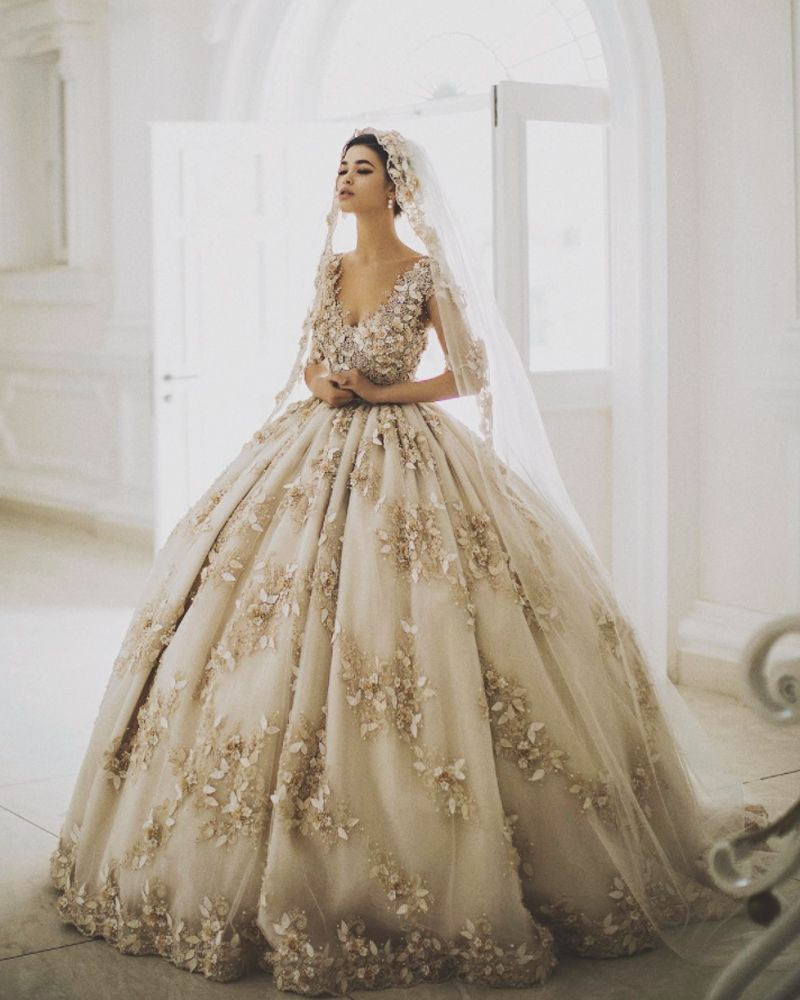 20 Gorgeous Colored Wedding Gowns Fit For A Classic Princess Bridal Dresses Wedding Dresses Bridal Ball Gown [ 1000 x 800 Pixel ]