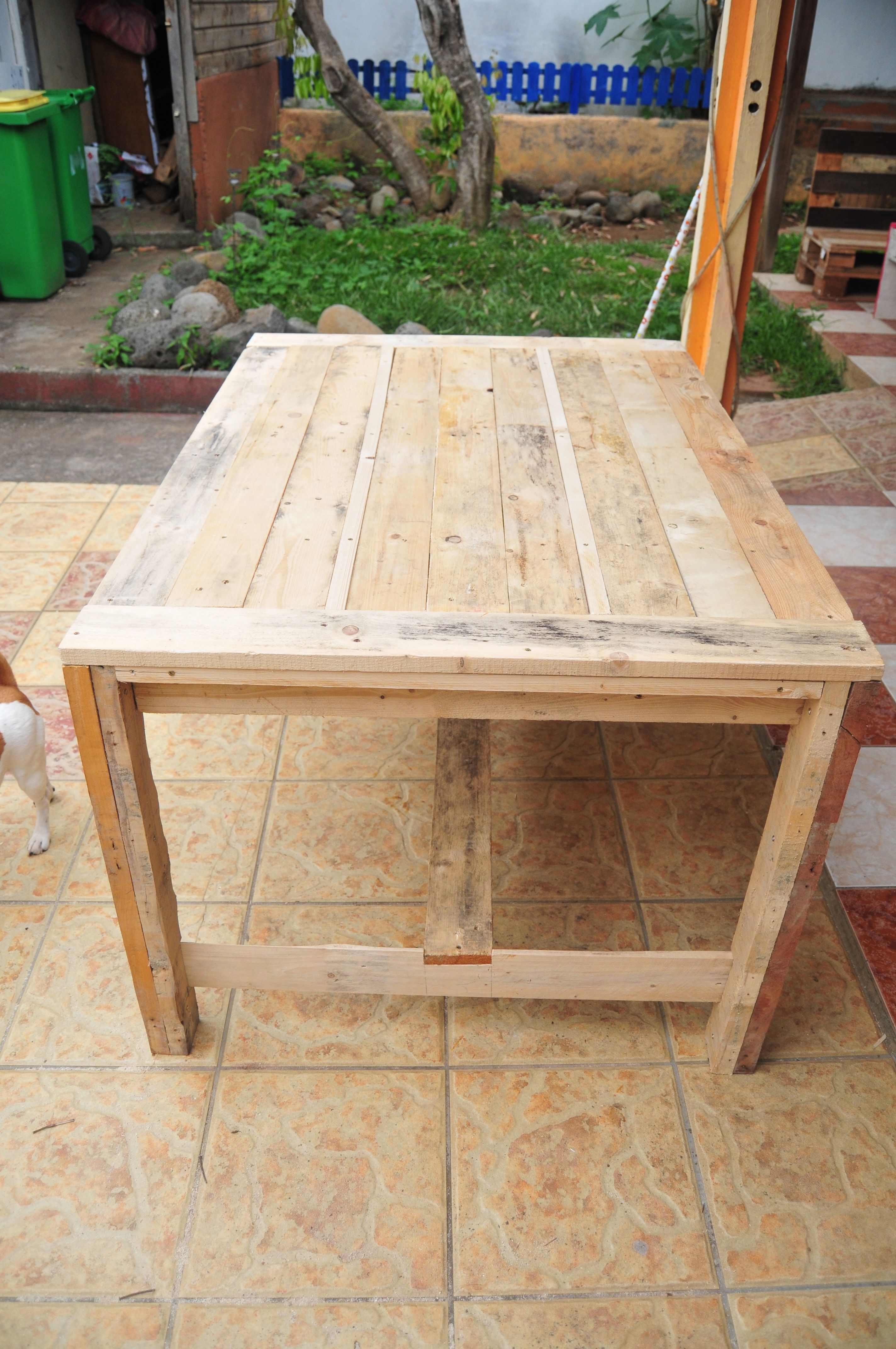 Pallet furniture plans farmhouse table wooden pallets for Do it yourself woodworking plans