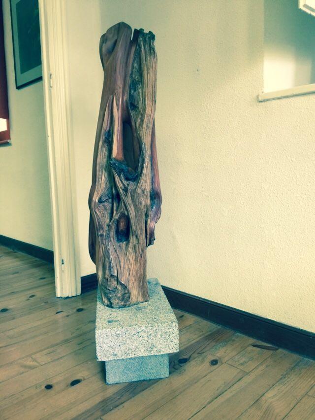 """""""La fuente"""". Escultura en madera de sabina."""