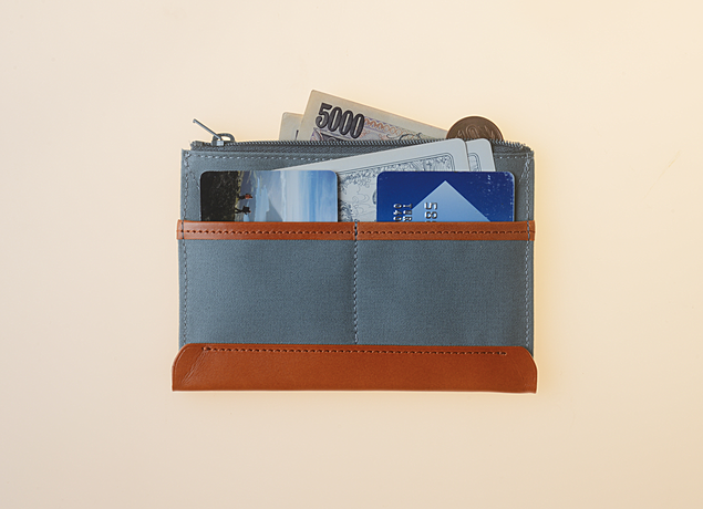 Fits cards, coins and cash. カード、小銭、紙幣が入る