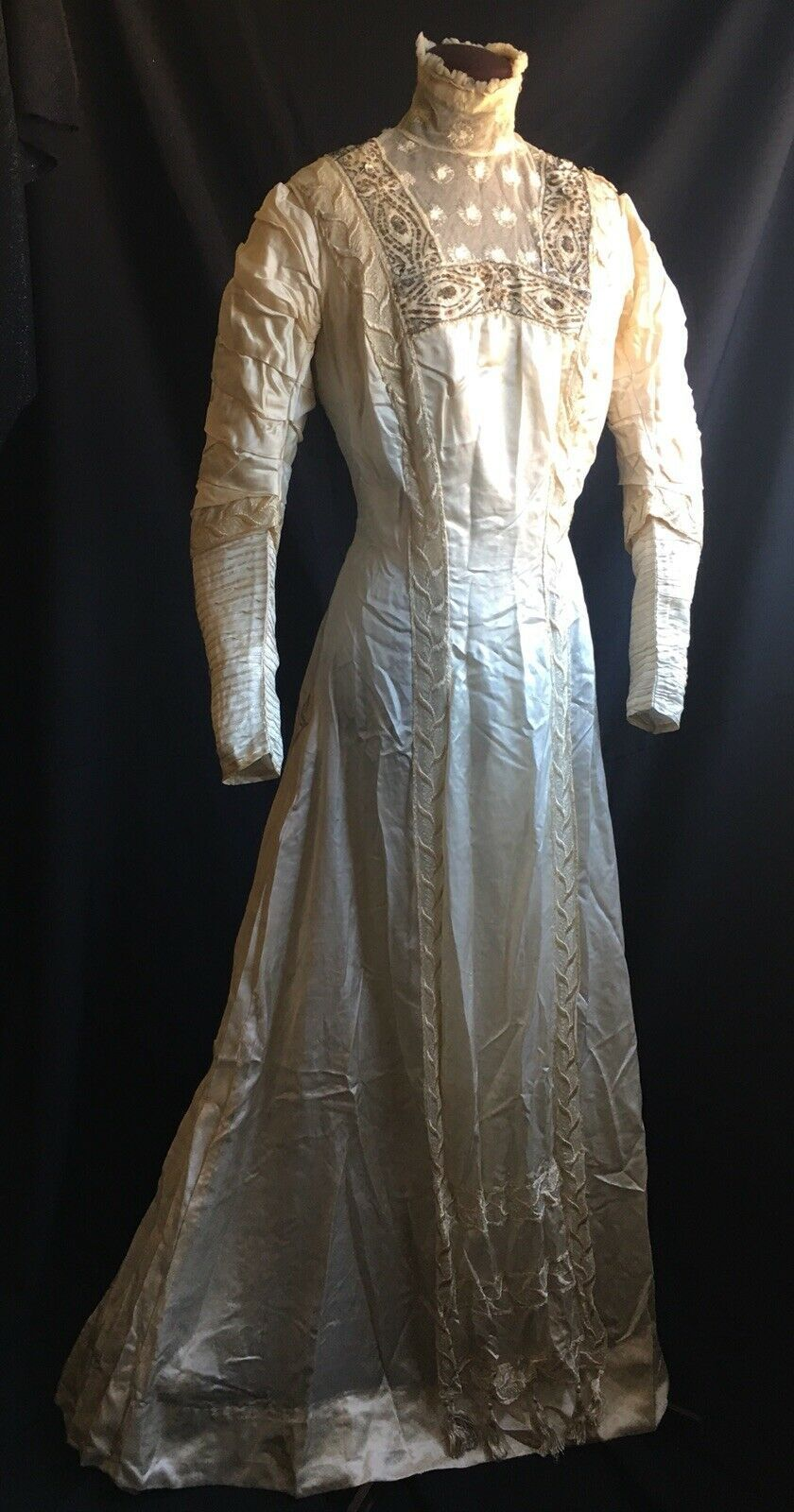 FETCHING 1890s BEADED SEQUINS ANTIQUE WEDDING DRESS