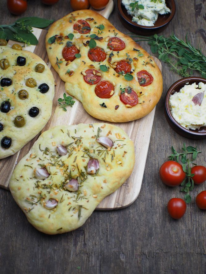 Photo of Recipe for simple focaccia bread: 3 delicious variations [Knoblauch & Rosmarin / Tomaten & Pinienkerne / Oliven]