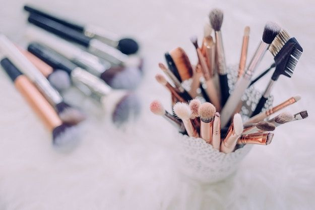 Photo of 11 DIY Makeup Brush Cleaner And Other Handy Cleaning Hacks