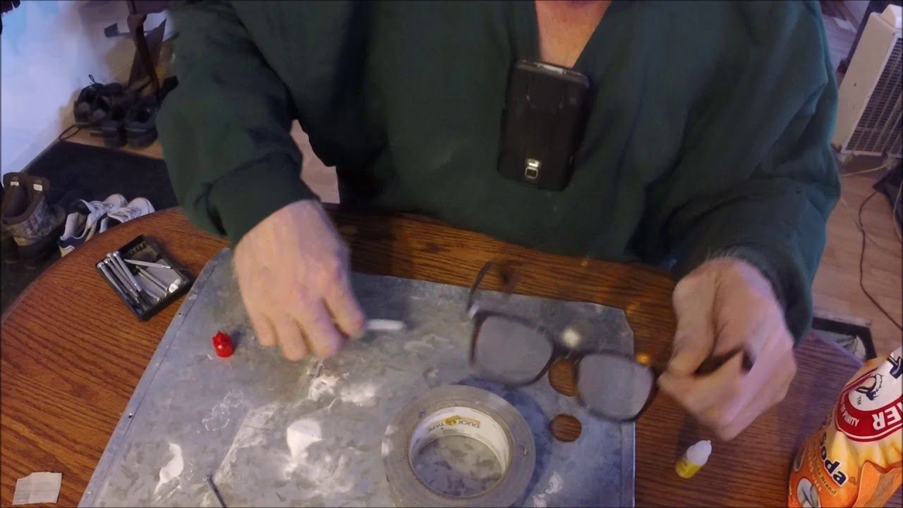 Super glue & Baking soda trick, fix broken glasses  in the hinge