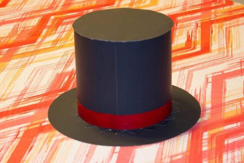 30686200bcaa1 Cómo hacer un sombrero de mago de cartulina