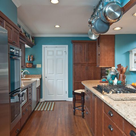 Kitchen wall colors with cherry cabinets design ideas for Teal kitchen cabinets