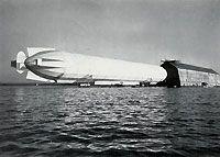 LZ 4 wurde berühmt durch seine Schweizer Fahrt. Am 1. Juli 1908 machte das Luftschiff eine Fahrt über den Vierwaldstättersee, den Zuger See und den Zürcher See. Nach über 12 Stunden Fahrt landete der Zeppelin wieder vor der Halle am Bodensee.