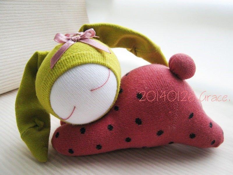 2014我的手作襪子娃娃 115號襪娃草莓兔 (3) graceyen 的相簿 痞客邦
