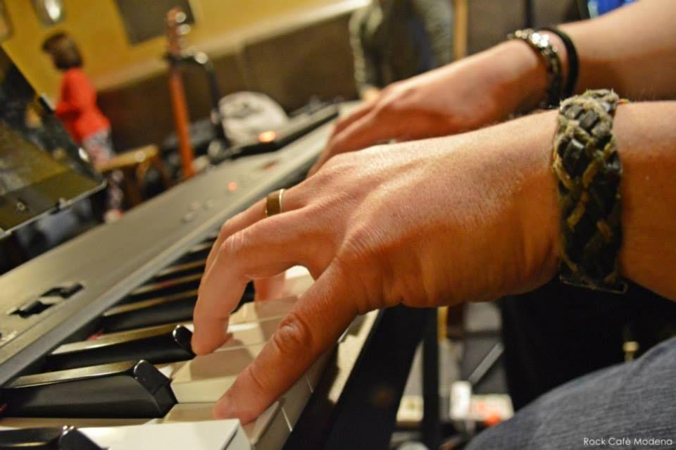 Live Siamo Soli Vasco Rossi Tribute Band - 28 Marzo 2015 Tutta l'energia delle canzoni più belle del Vasco con i Siamo Soli Vasco Tribute Band live al Rockcafè Modena.  #rockcafèmodena #musica #live #happy   Seguici sulla nostra pagina Facebook: www.facebook.com/rockcafe.modena