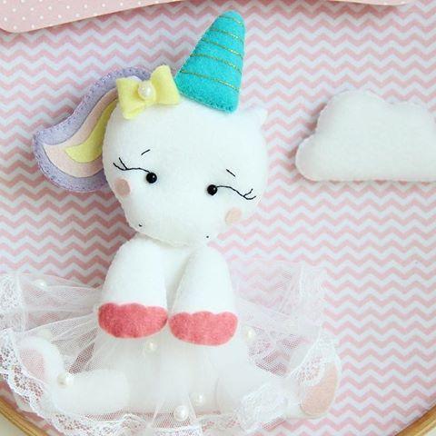 Bom final de semana! 🦄 . . . . . . #unicornio #unicorniobaby #decorunicornio #unicorniofeltro #feltro #portamaternidade #maternidade #enxoval #unicorn #cute #cuteunicorn #felt #feltrosantafe #chevron #pic #ludic