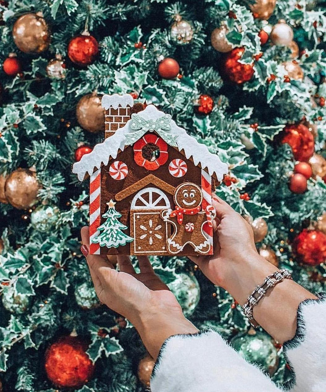 50 Christmas Decorating Ideas For A Joyful Holiday Home Do It Before Me Christmas Decorations Homemade Christmas Decorations Holiday
