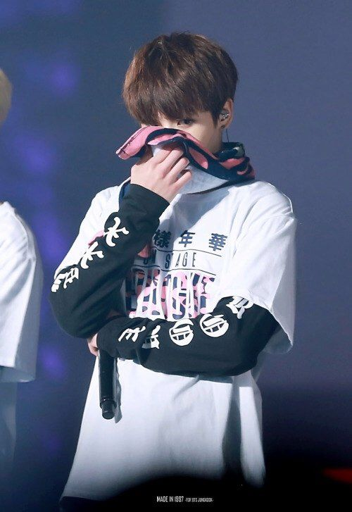 Jungkook crying break my soul but atleast it's tears of joy but awwe ❤ I want to give him a hug