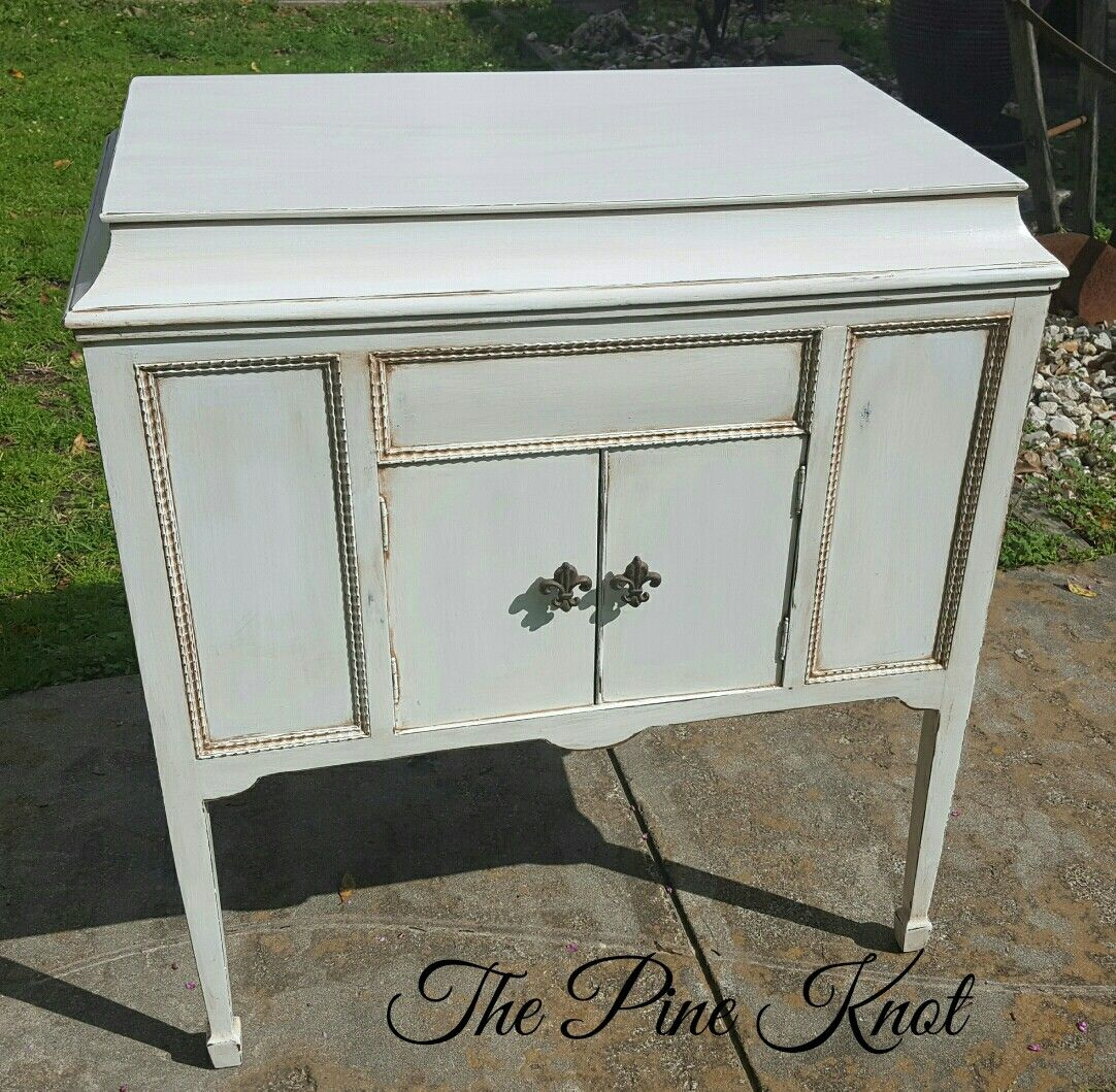 ANTIQUE GRAMOPHONE CABINET PAINTED WHITE WITH A GLAZE FINISH - ANTIQUE GRAMOPHONE CABINET PAINTED WHITE WITH A GLAZE FINISH The