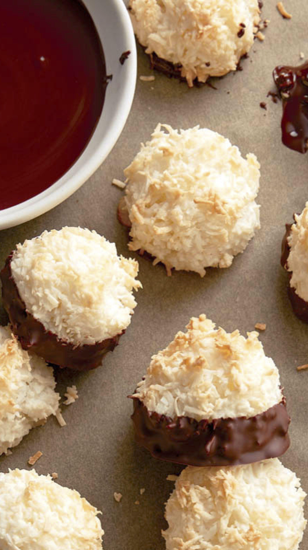 Coconut Macaroons Recipe Macaroon Recipes Food Garnishes