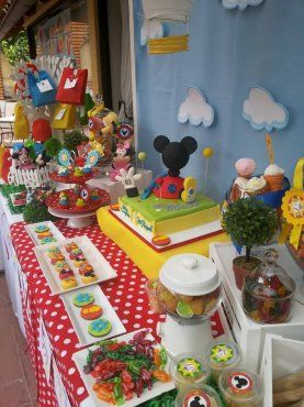 colorida fiesta de la casa de mickey mouse mouseideas
