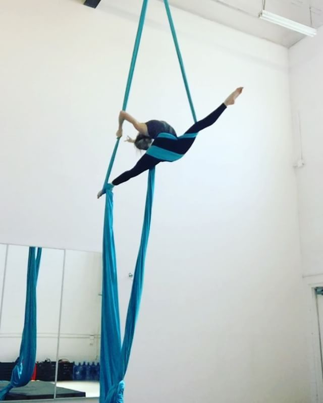 180 Likes 3 Comments Brett Womack Rachel Bowman Womackandbowman On Instagram Finding New Exits And Plac Aerial Dance Aerial Acrobatics Aerial Classes