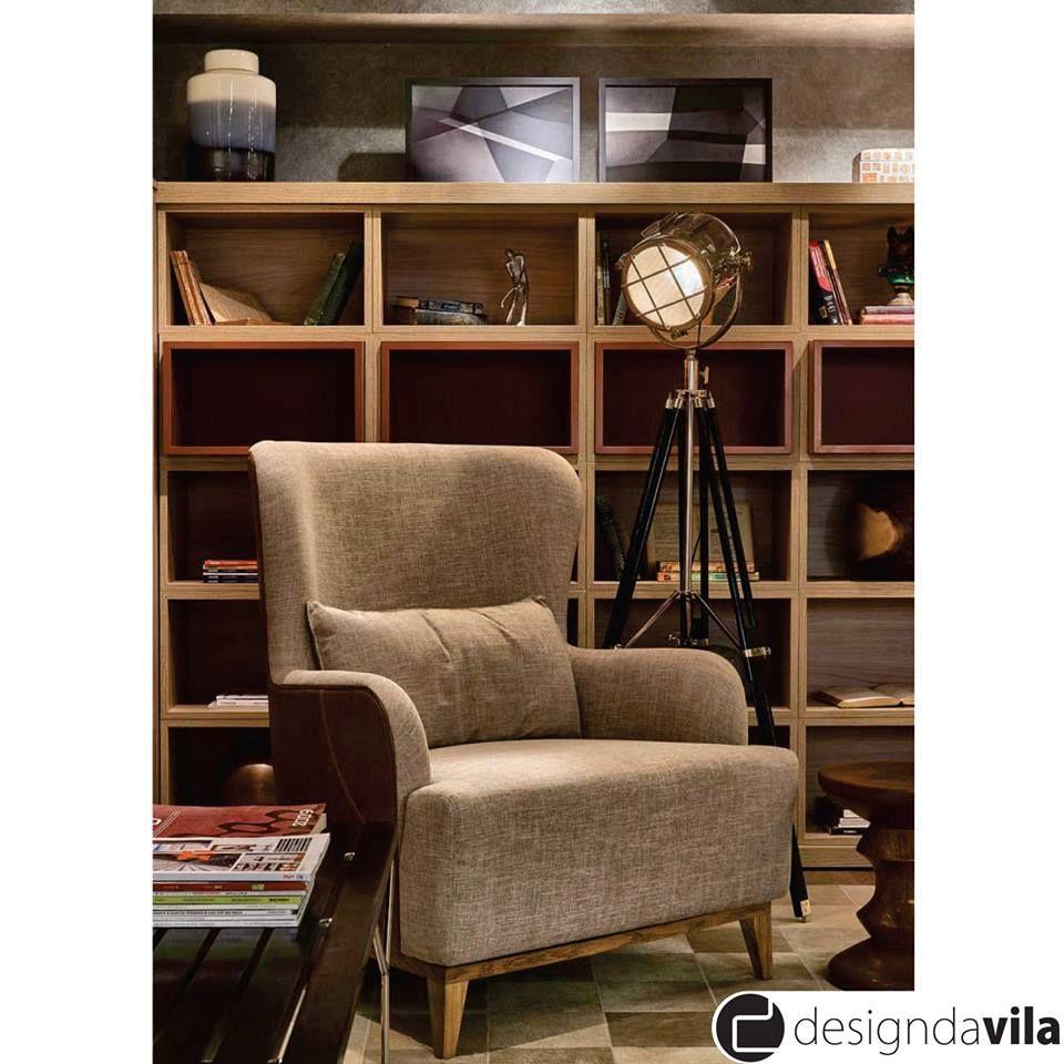 Com design contemporâneo e curvas suaves esta charmosa poltrona é um convite ao relaxamento.