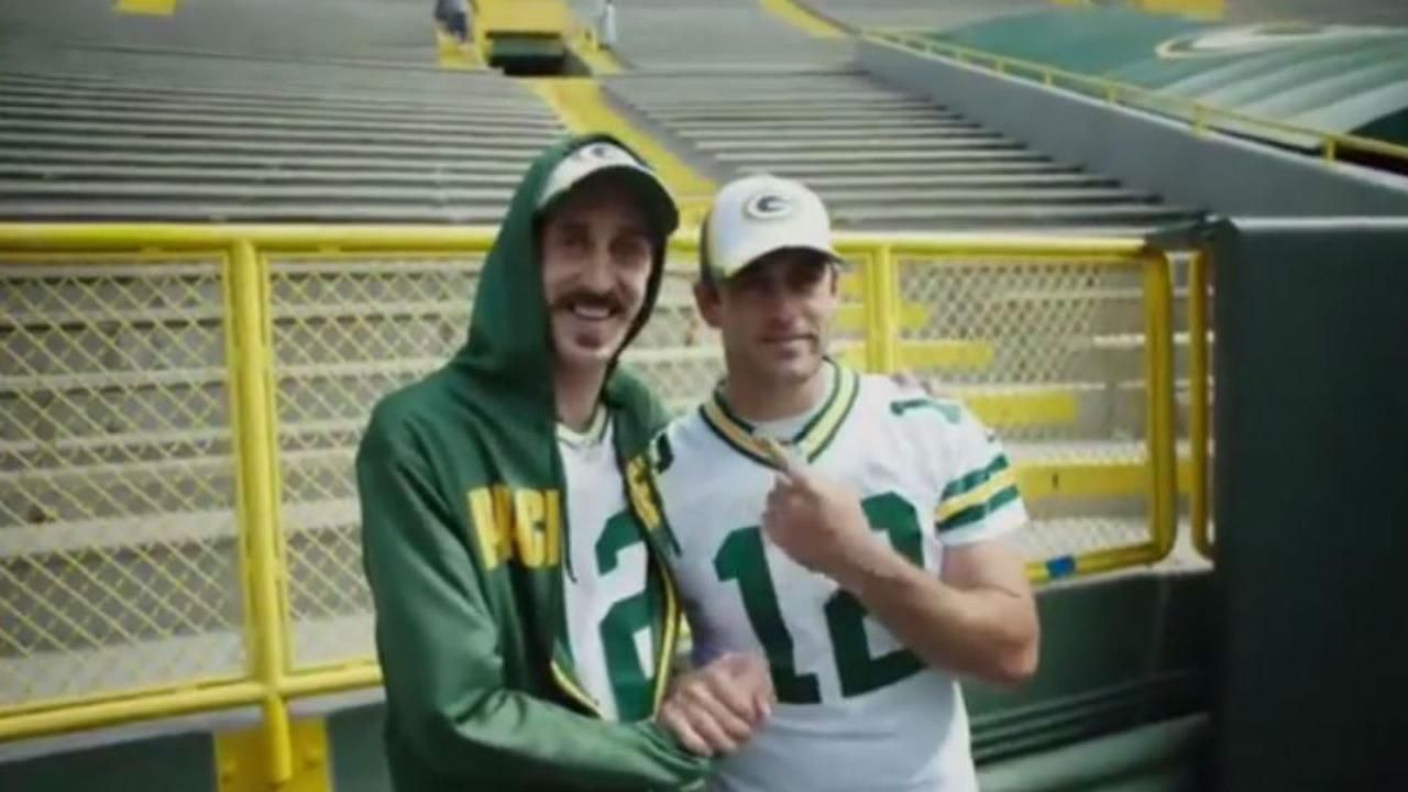 Aaron Rodgers Meets Comedian Who Could Be His Twin Aaron Rodgers Meets Comedi Aaron Rodgers Meets Comedian Who Could Be In 2020 Aaron Rodgers Comedians Twins