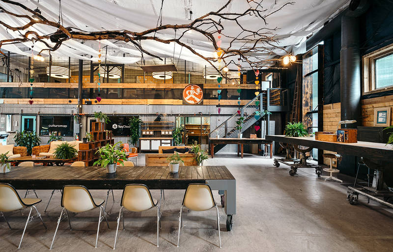 25 Of The Best Coworking Spaces When You Can T Live Or Work Without Good Design Freshome Com Coworking Space Coworking Coworking Space Design