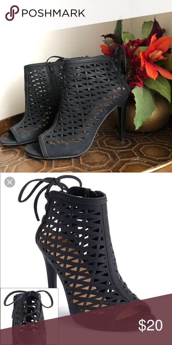 LC Lauren Conrad Blush Heeled Sandals   Faux suede heels