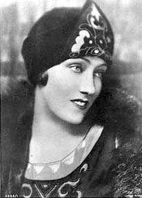 gloria swanson biography