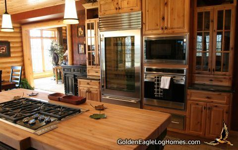 Country´s Best Log Home Magazine´s 2005 Showcase Log Home   Kitchen:  Butcher Block Cooking Island