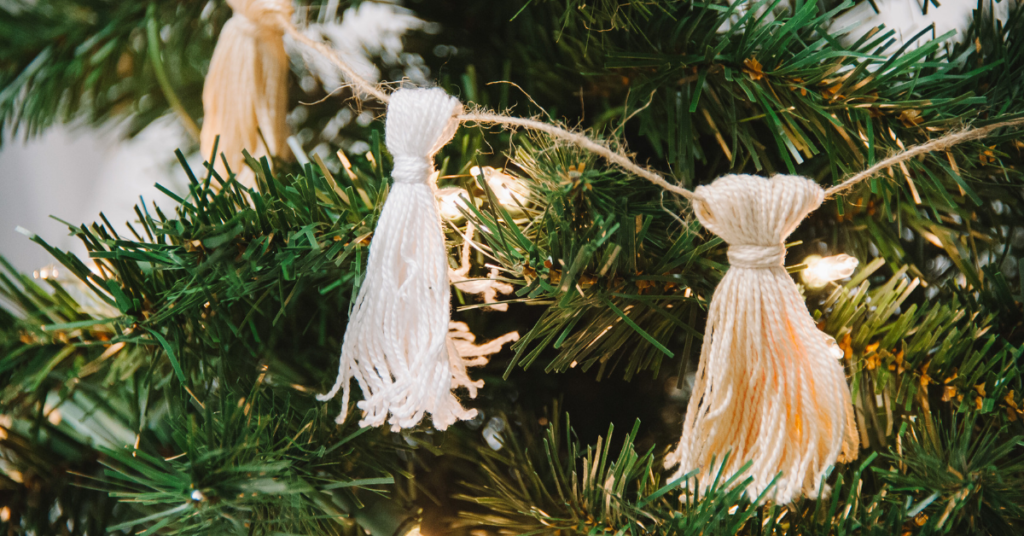 How to Make a Christmas Tassel Garland #embroideryfloss