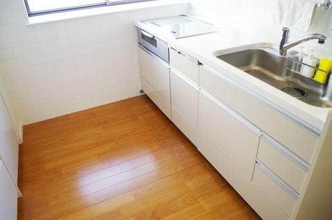 キッチンの床を掃除でツルツルに 油のベタベタは何で解消できる コジカジ キッチン床 キッチン キッチンまわり
