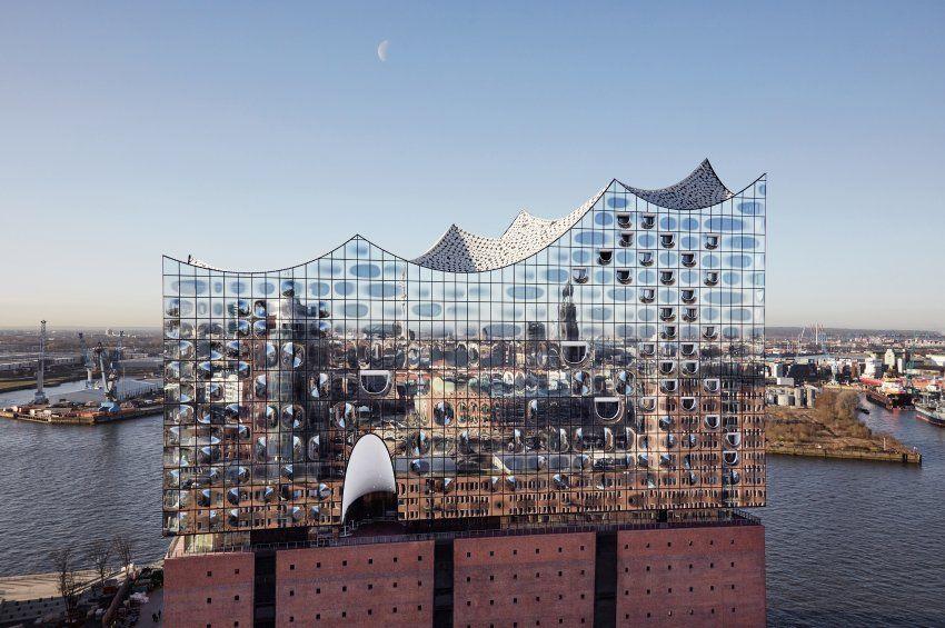 Auch Von Aussen Macht Die Elbphilharmonie Einiges Her Manch Einer Wurde Sagen Hamburg Hamburg Reise Hafencity Hamburg