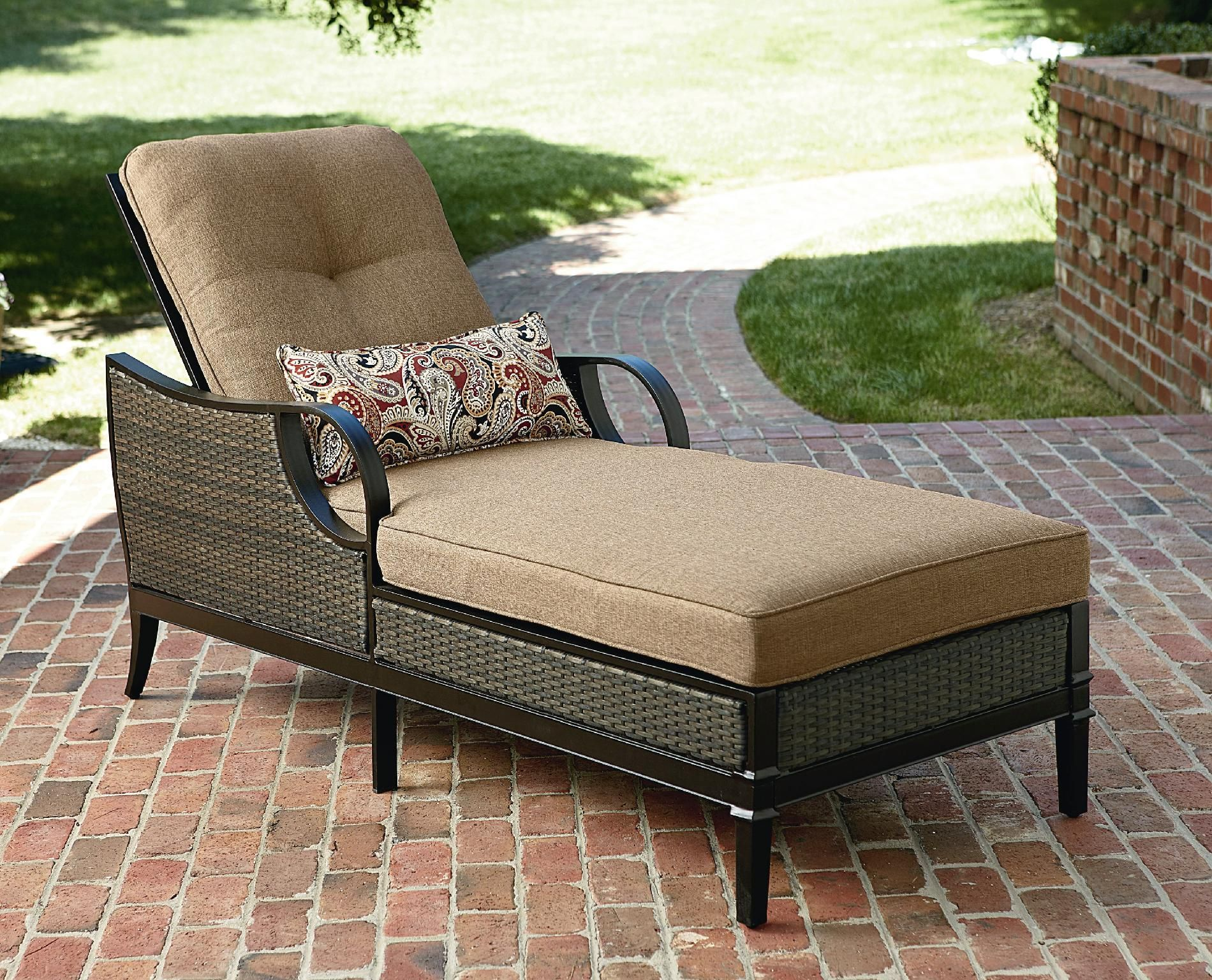 How To Choose A Comfy And Stylish Patio Chaise Lounge Goodworksfurniture In 2020 Patio Lounge Chairs Outdoor Chaise Lounge Chair Clearance Patio Furniture