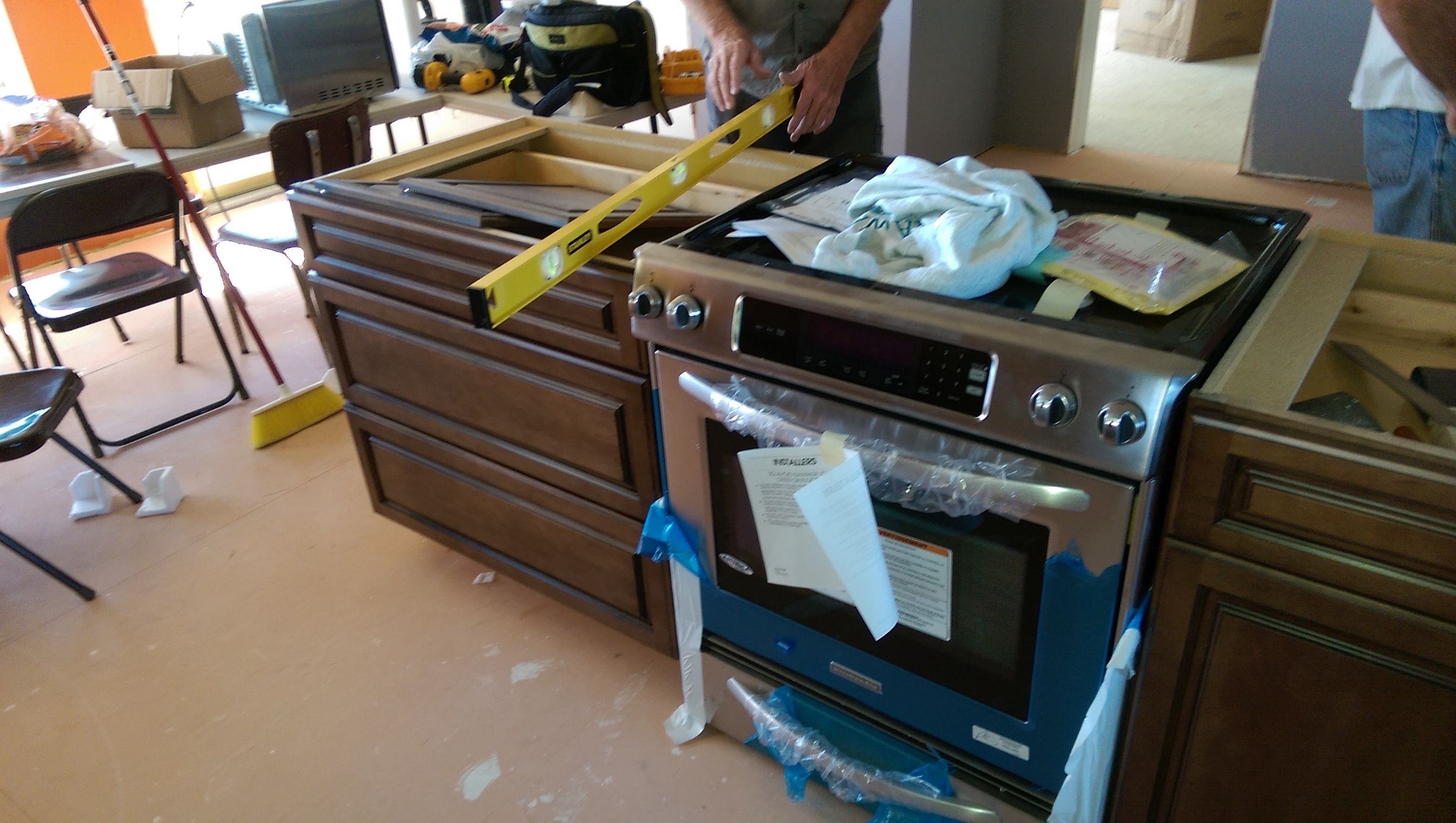 Dry fitting the gas stove into the island kitchen
