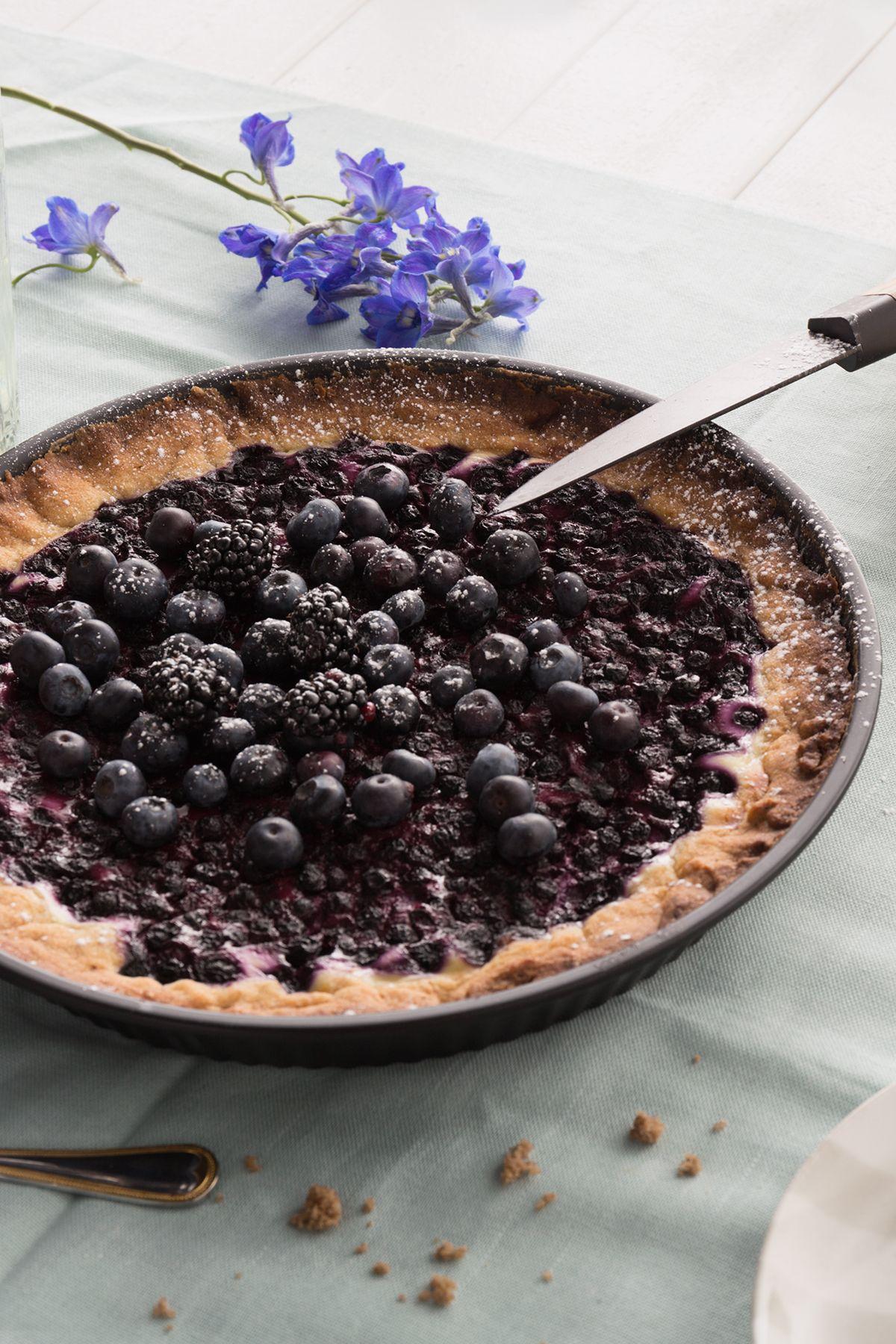 Miten olisi maistuva mustikkapiirakka talkooväelle? #tikkurila #maalaustalkoot #resepti #mustikkapiirakka #eväät #kesä #mökki #koti #piha