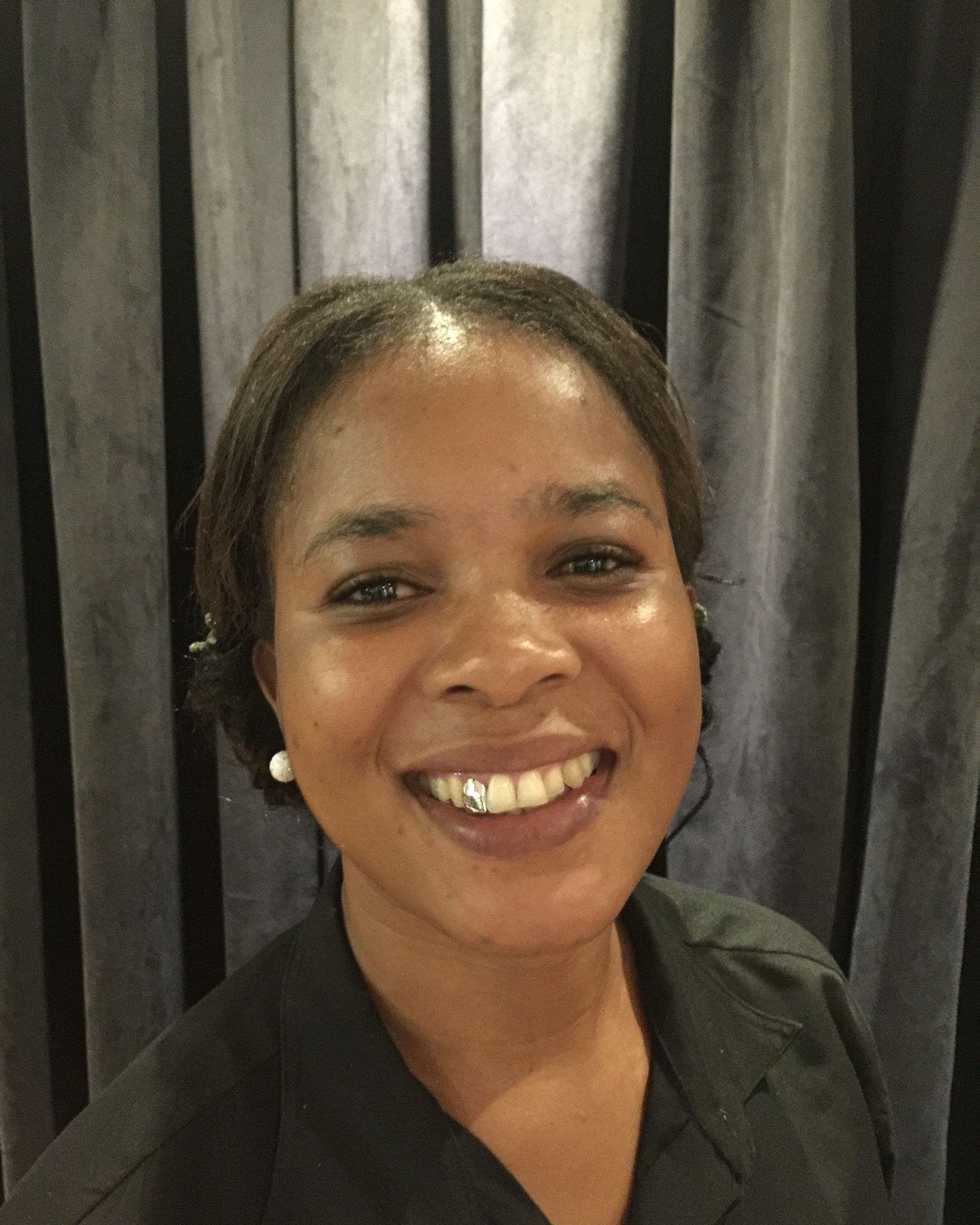 Women In South Africa Love To Get Gold Teeth For Cosmetic Purposes Only Gold Teeth Women Dental