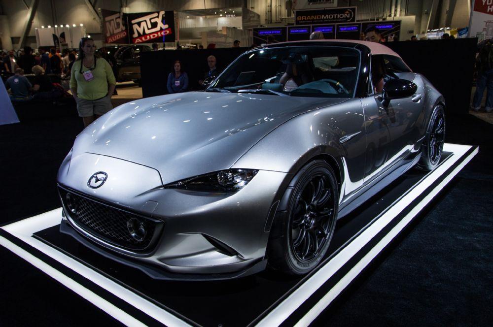 Mazda MX 5 Miata Spyder concept front three quarter