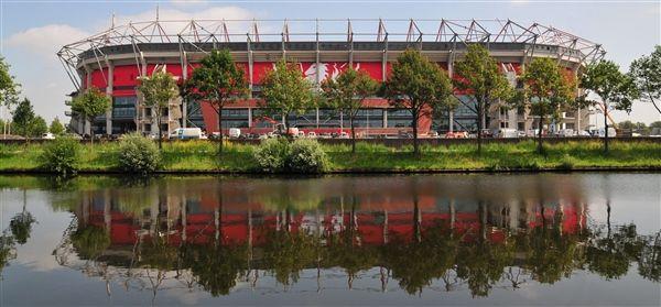 FC Twente wordt elke thuiswedstrijd door 30.000 Tukkers aangemoedigd in de Grolsch Veste. Wanneer er geen wedstrijden worden gespeeld is het mogelijk om een rondleiding door het stadion te volgen.