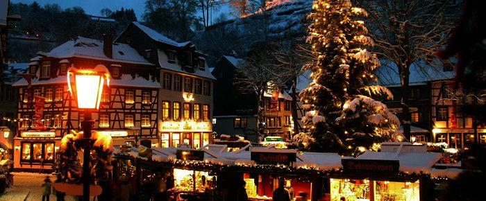 christmas market in monschau weihnachten monschau. Black Bedroom Furniture Sets. Home Design Ideas
