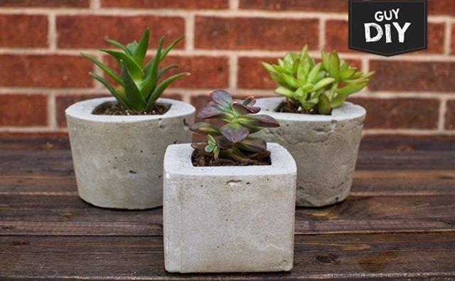 Quer fazer uns vasinhos massa pra suas plantinhas descoladas morarem? Vem pro blog que tem passo a passo de uns de concreto bem legais: homensdacasa.net