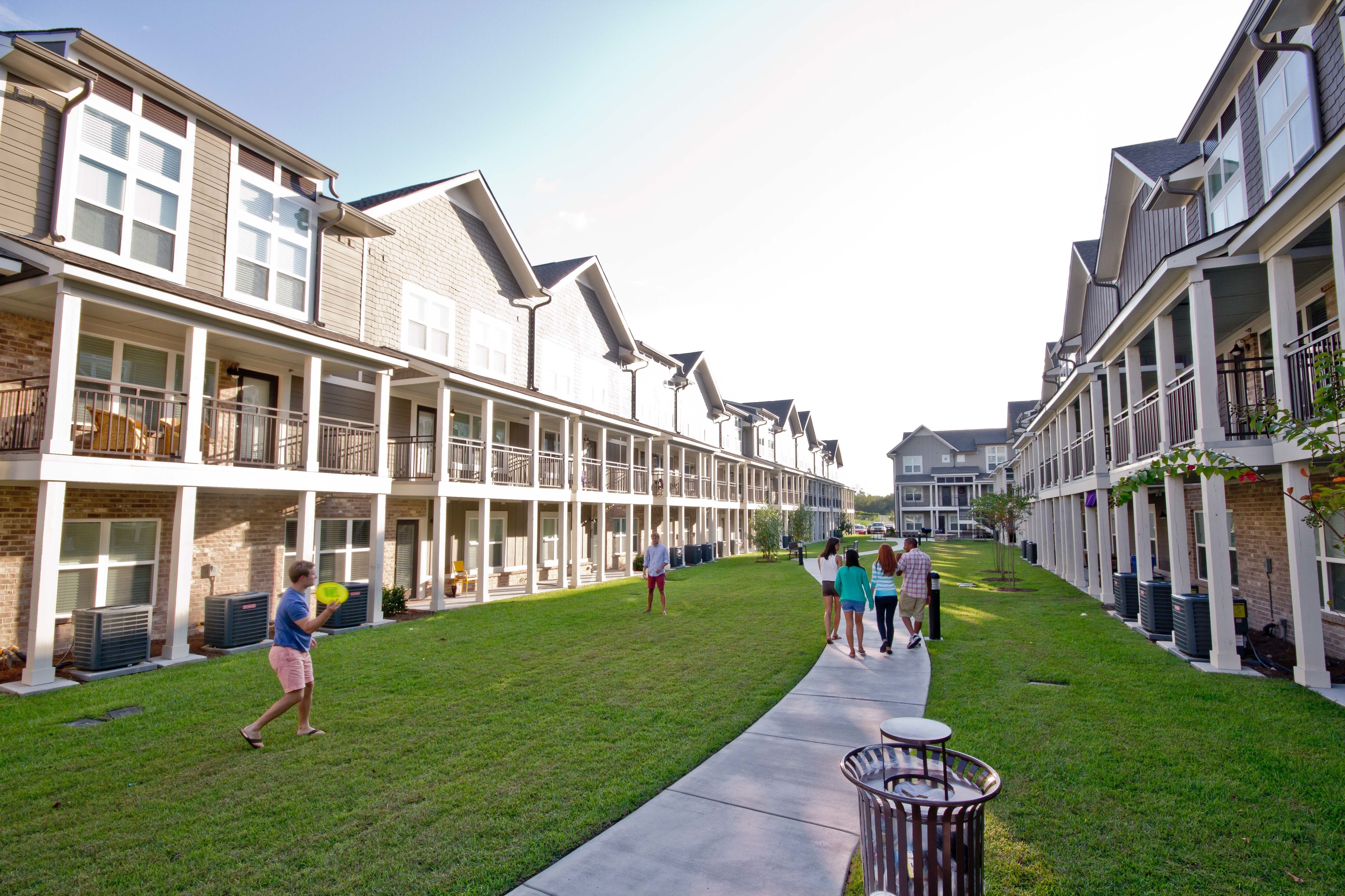 If You Have Yet To Sign A Lease For Next Year Check Out Www Woodsbr Com And See Your Future Home Student Apartment Green Space Baton Rouge